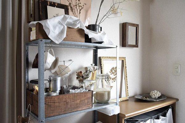 古い木箱がキッチンの収納に活躍