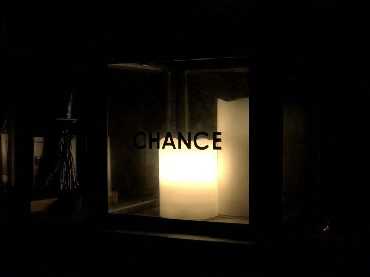 夜にライトをつけて写真を撮影してみました。