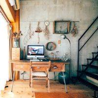 大好きな古道具が活きるデザイナーズマンションで、たくさんの動物と一緒の二人暮らし