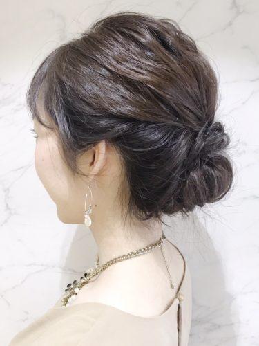 黒髪ミディアムヘアアレンジ《シニヨン》