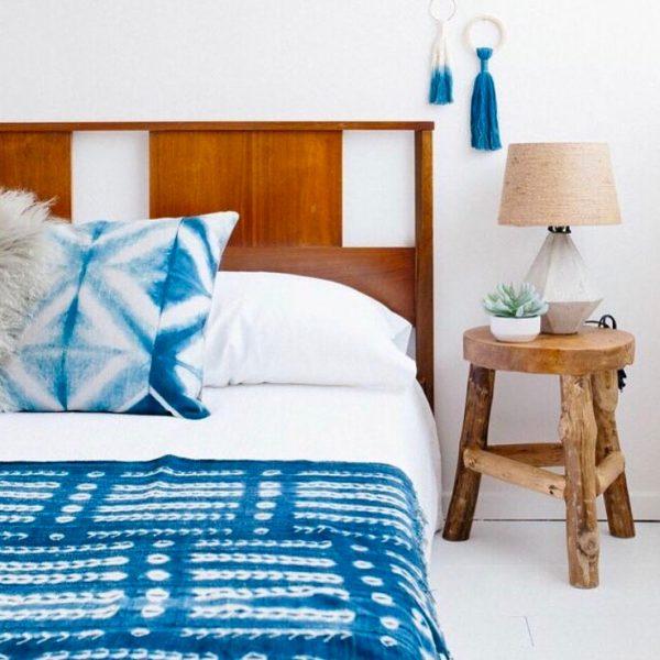 夏らしいベッドリネンの寝室