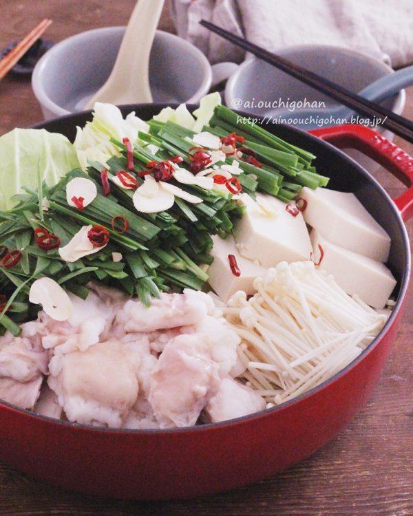 人気簡単レシピで完成♪たっぷりキャベツのもつ鍋