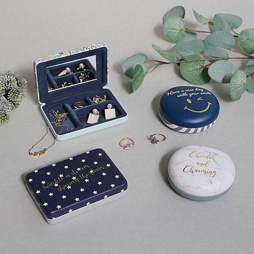 【CouCou】小物の持ち運びに便利なケース