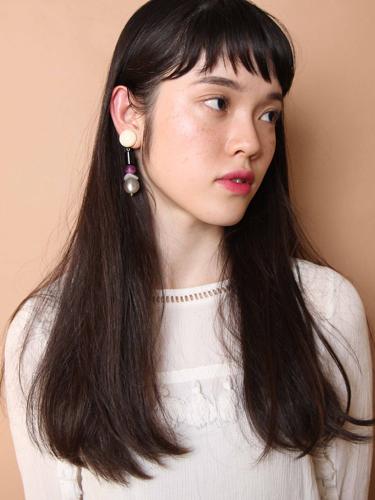 丸顔×外国人風の柔らかい質感の黒髪ロング