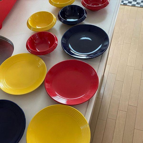 鮮やかなカラーの食器