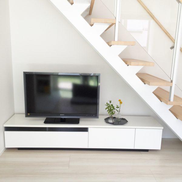テレビを置くのにちょうど良い階段下