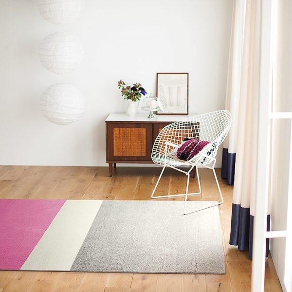 白×紫のリビングインテリアコーディネート