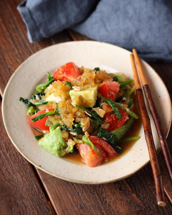 緑黄色野菜とアボカドとツナの玉ねぎドレッシング