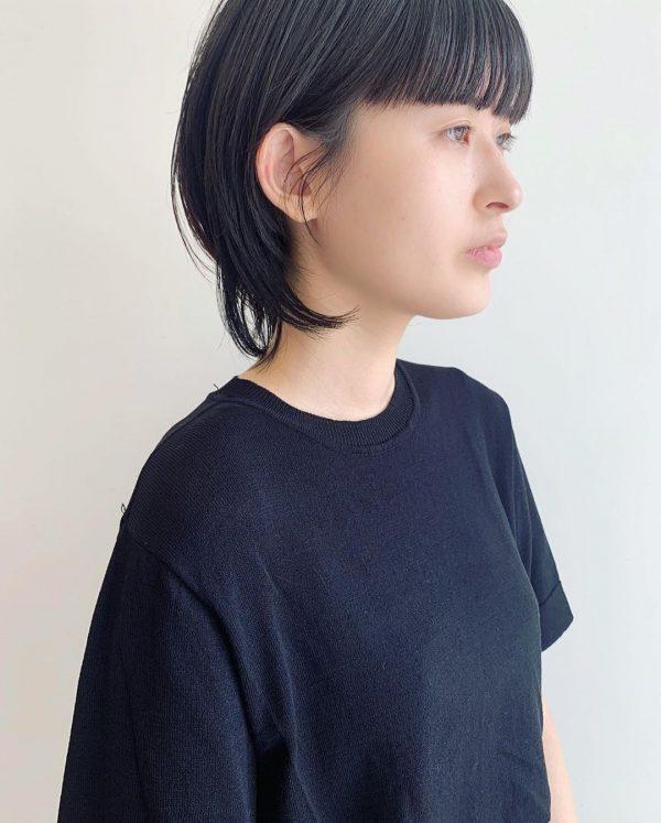 丸顔×柔らかな印象の黒髪ウルフボブ