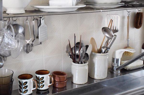 アンティークアイテムをキッチンにプラス