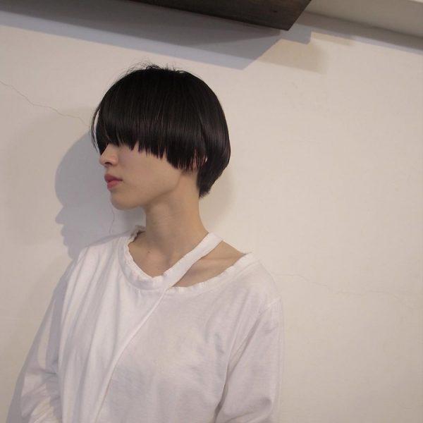 丸顔×毛先をきれいに揃えた黒髪マッシュショート