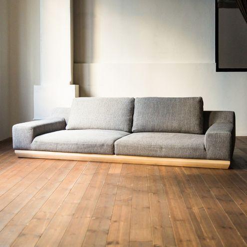 洋風デザインでも和室に合うローソファ