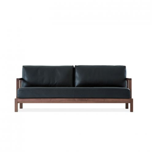 クラシカルなお座敷を作るレザーのソファ