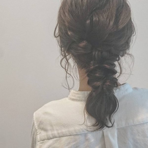 黒髪ミディアムヘアアレンジ《編み下ろし》