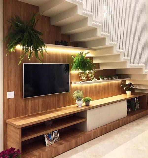 階段下にテレビボードをレイアウト