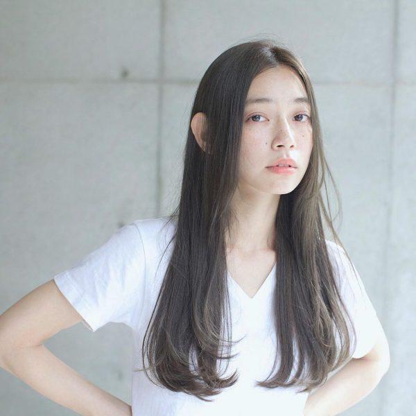 丸顔×可愛さを印象付ける黒髪ロング