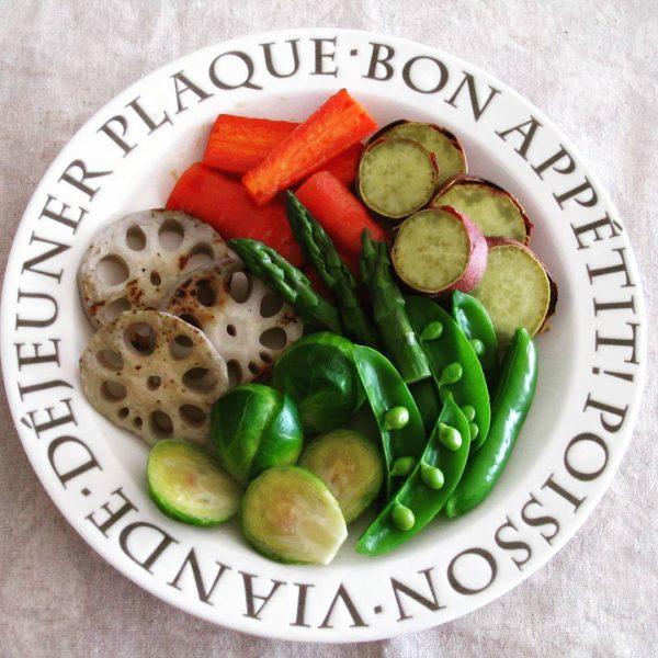 野菜たっぷり献立に!根菜と春野菜のホットサラダ