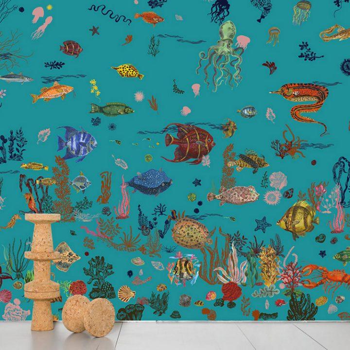 青い海の下に暮らす色鮮やかな魚や生き物たち