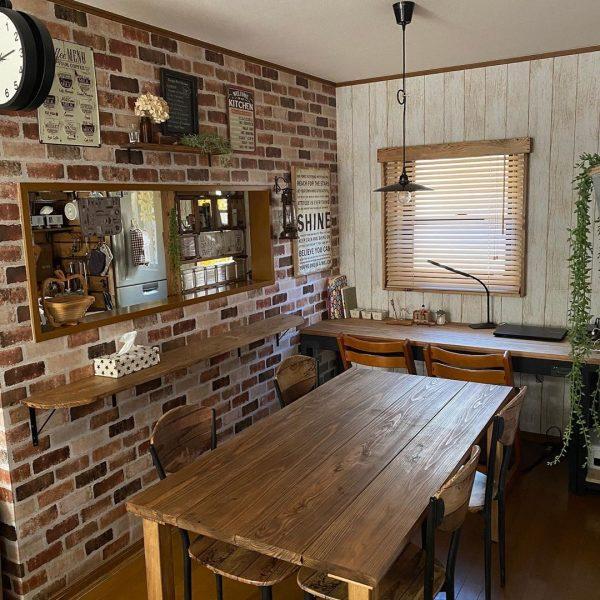 レンガ風壁でカフェ風のイメージを実現