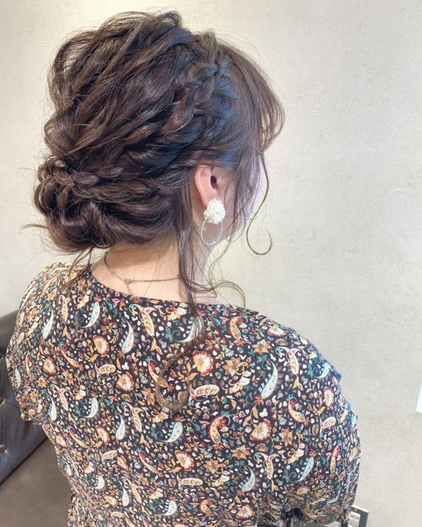 ミディアムの編み込みヘアアレンジ《アップ》