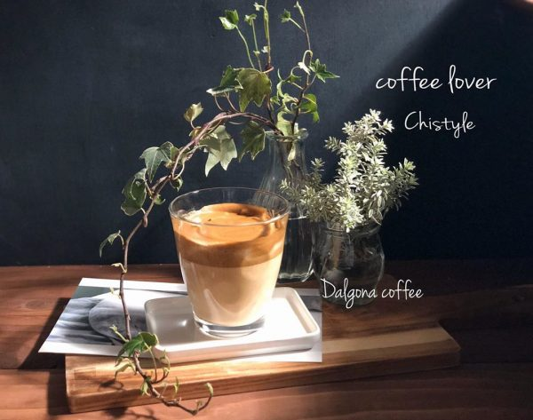 ほろ苦さが魅力のダルゴナコーヒー