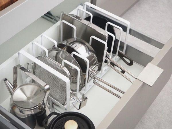 鍋やフライパンはスタンドに収納する