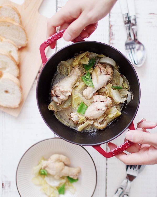 キャベツの人気簡単レシピでつくる白ワイン煮込み