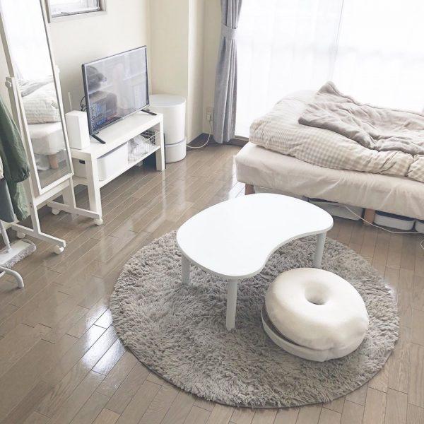 ぽってりとした形の家具で優しい印象にする