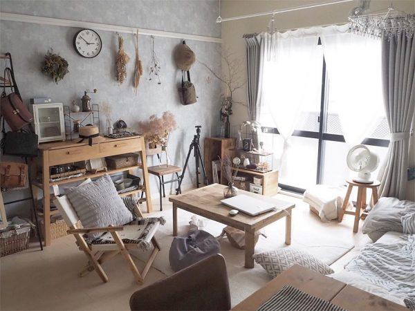 木製家具に古道具をMIXしてバランス良く