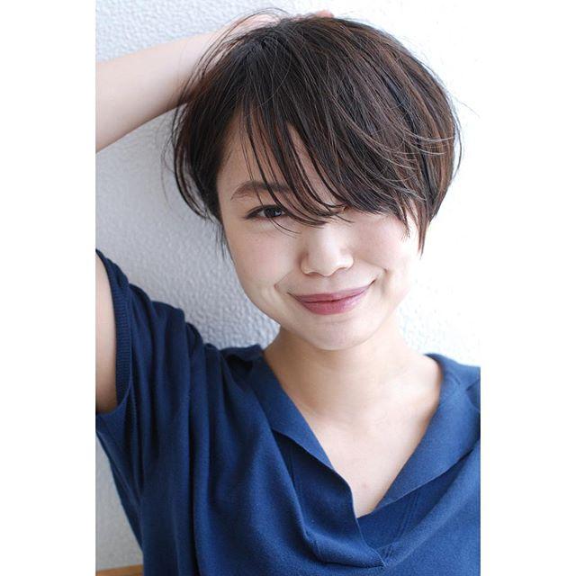 ショートヘアの長め前髪斜め分けセット