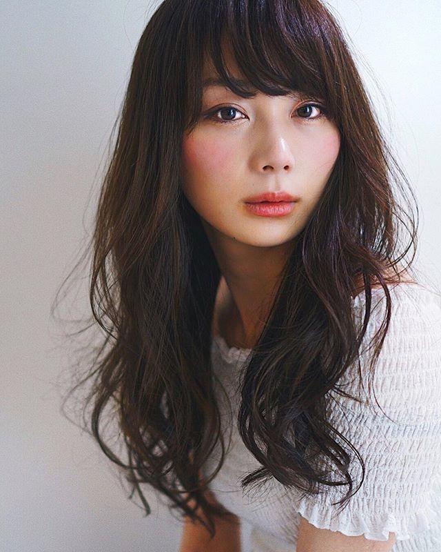 丸顔さん向けロング×パーマの髪型【前髪あり】4