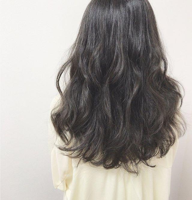 黒髪×コテ巻き風パーマ