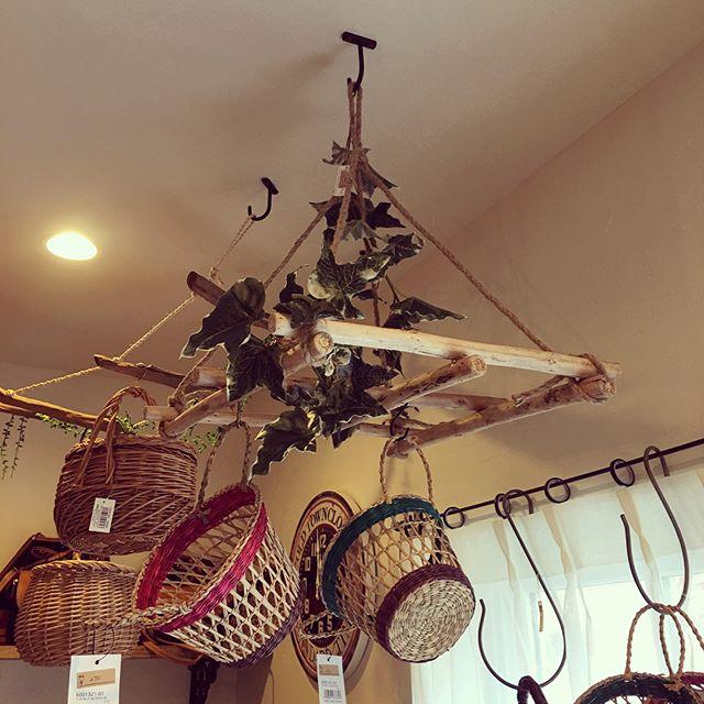 【天井】吊るす収納に使える小物やアイデア3