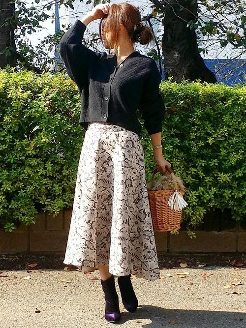 黒カーディガン×ペイズリースカートの秋コーデ