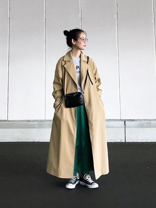 緑レーススカート×トレンチコートの秋コーデ