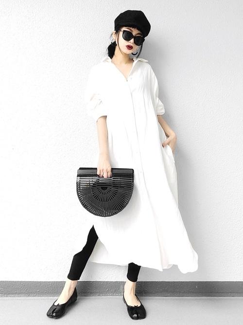 黒レギンス×白ロングシャツワンピースコーデ