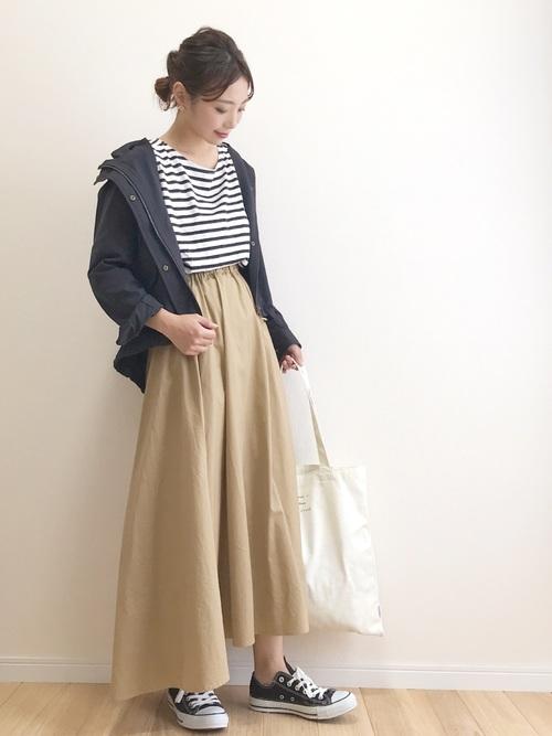 スニーカー×スカートの秋コーデ16
