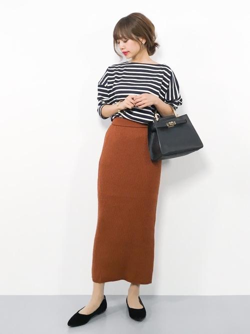 ネイビーボーダーT×茶色スカートの秋コーデ