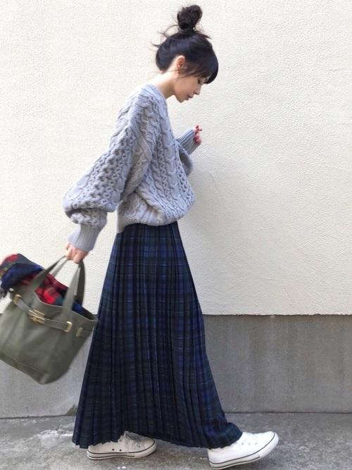 スニーカー×スカートの秋コーデ2