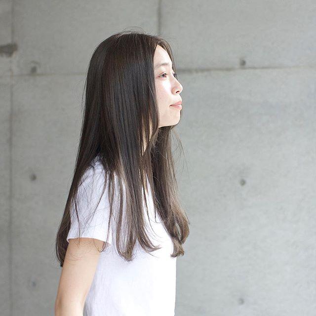 丸顔さん向けロング×パーマの髪型【前髪なし】4
