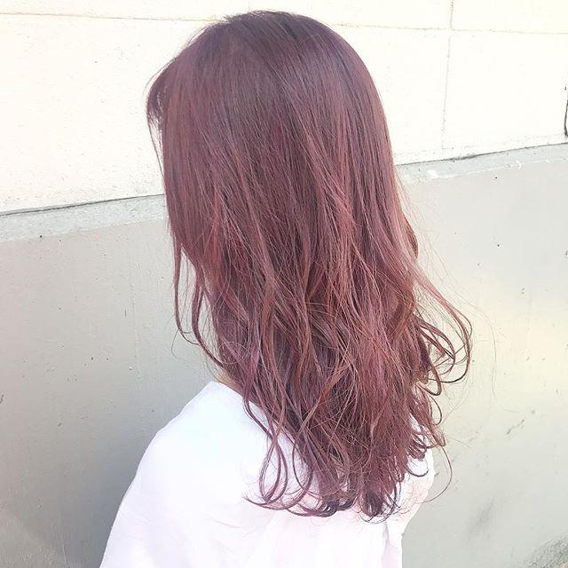 ラズベリーピンクのグラデーションカラー