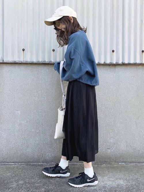 スニーカー×スカートの秋コーデ6