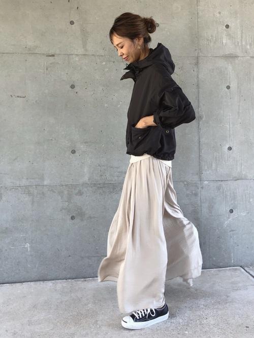 スニーカー×スカートの秋コーデ18