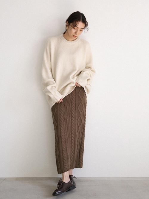 こなれ感のあるニットタイトスカートコーデ