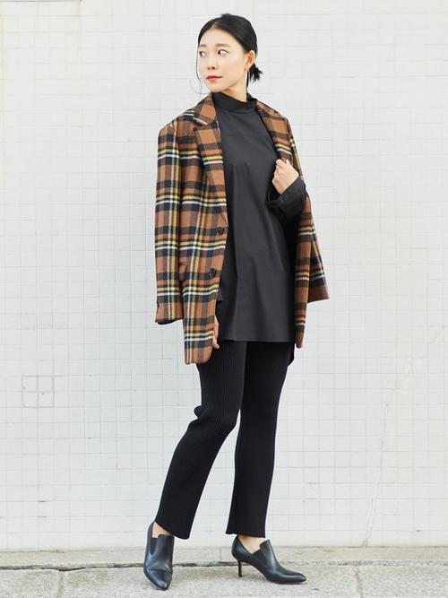 黒ブラウス×チェックジャケットの秋コーデ