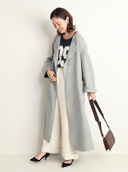ネイビーTシャツの冬ファッションコーデ3