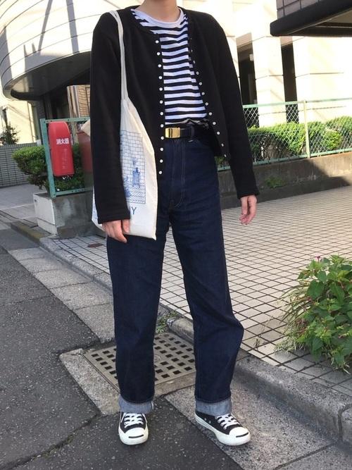 黒スニーカー×デニムのレディース秋コーデ5