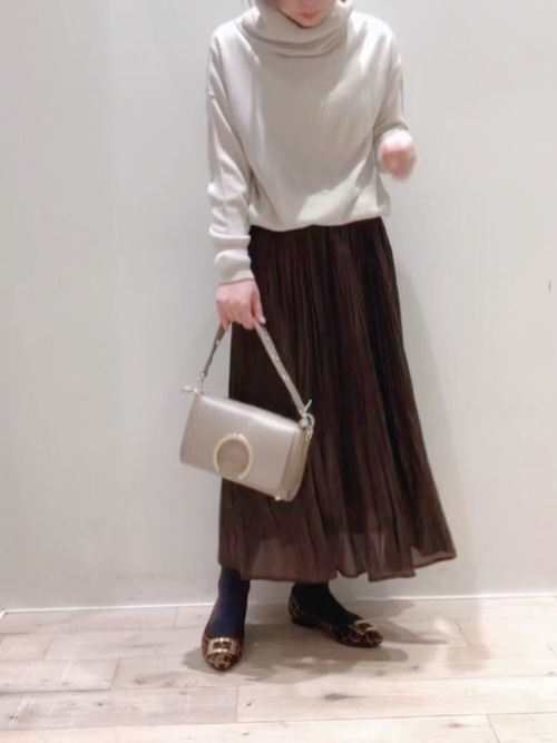 茶色プリーツスカート×タイツの冬コーデ