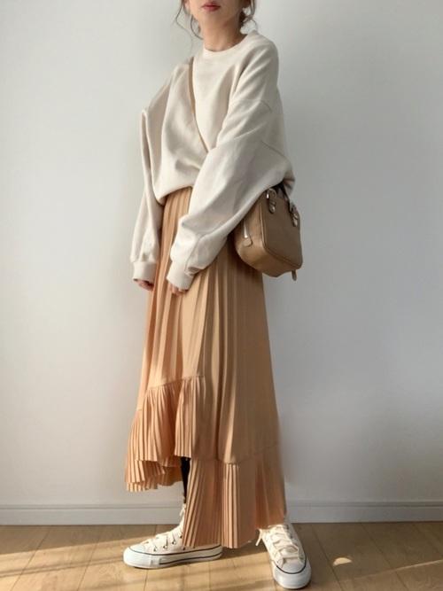 スニーカー×スカートの秋コーデ5