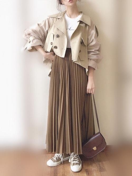 ショートトレンチ×プリーツスカートのコーデ